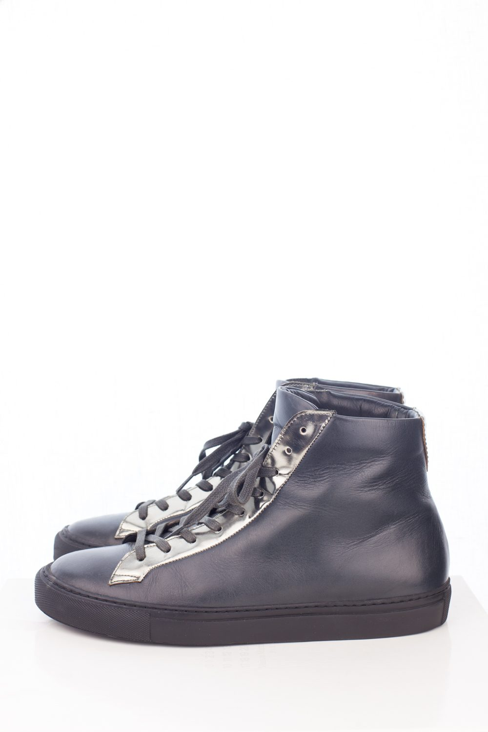 """Minimal """"Whole cut"""" Leather High Top"""